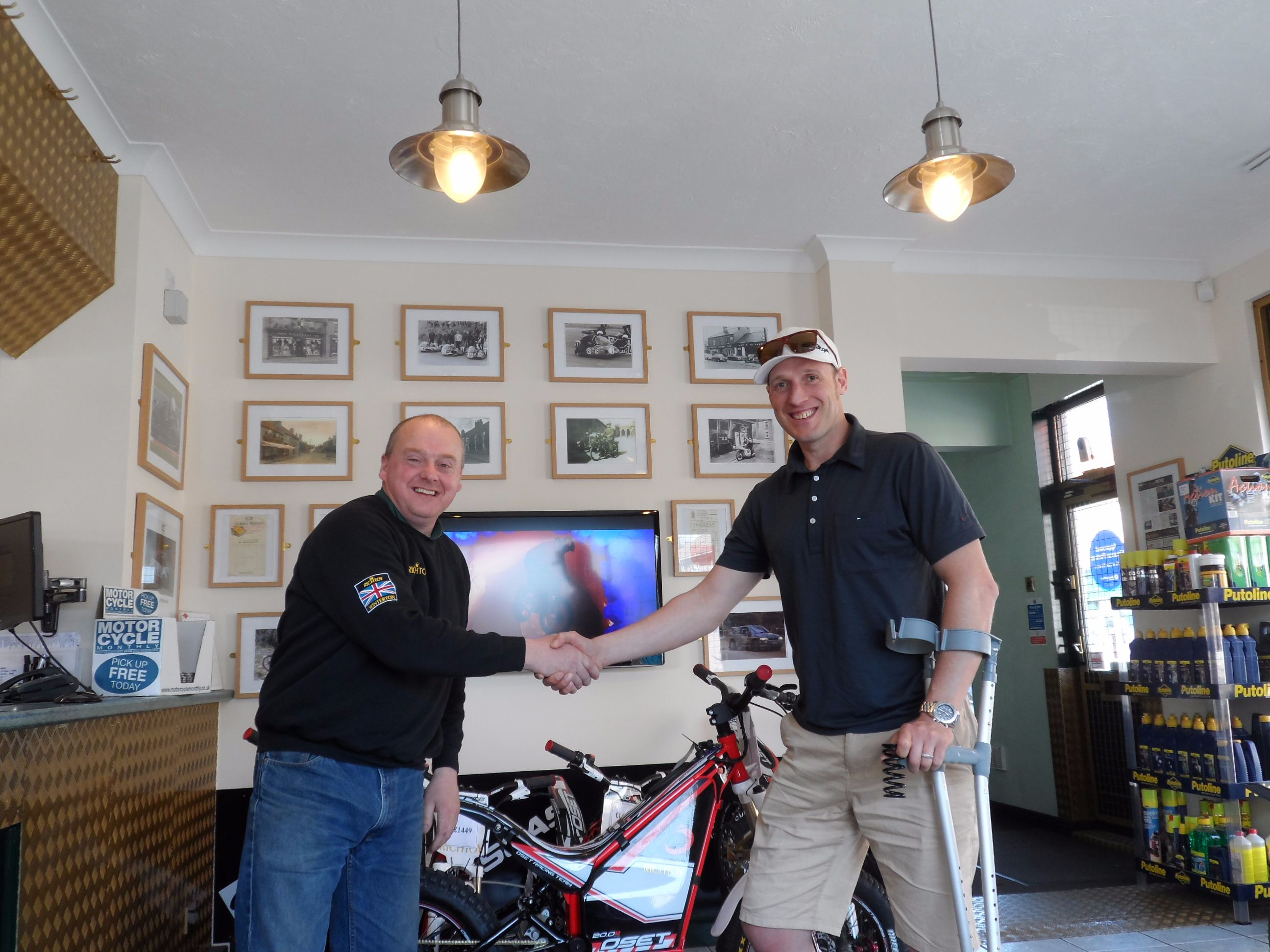 Down Hill World Champion Steve Peat collecting an OSET Bikes 20.0 Racing for his son